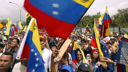 Expulsan a inmigrantes venezolanos de Bolivia por protestar contra injerencia cubana en Venezuela