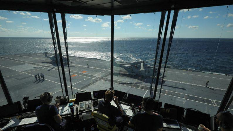 La torre de control de vuelo del portaaviones HMS Queen Elizabeth, mientras navega hacia Nueva York el 19 de octubre de 2018 en la ciudad de Nueva York. (Christopher Furlong/Getty Images)