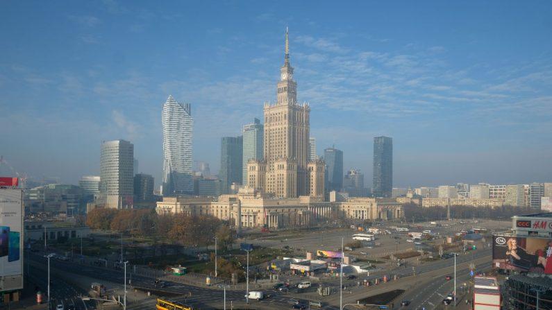 El Palacio de Cultura y Ciencia se encuentra en el centro de Varsovia, capital de Polonia. (Sean Gallup/Getty Images)