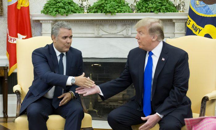 El presidente de Estados Unidos, Donald Trump, se reúne con el presidente colombiano, Ivan Duque, en la Oficina Oval de la Casa Blanca el 13 de febrero de 2019. (Michael Reynolds-Pool/Getty Images)