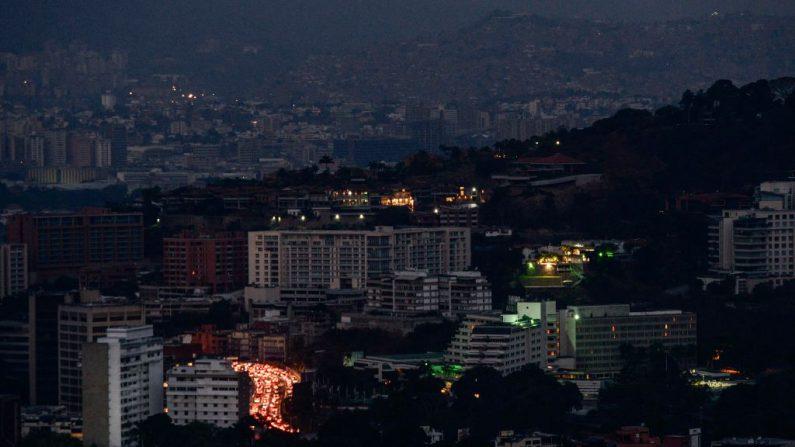 Vista de Caracas durante un apagón parcial el 9 de marzo de 2019. (MATIAS DELACROIX/AFP/Getty Images)