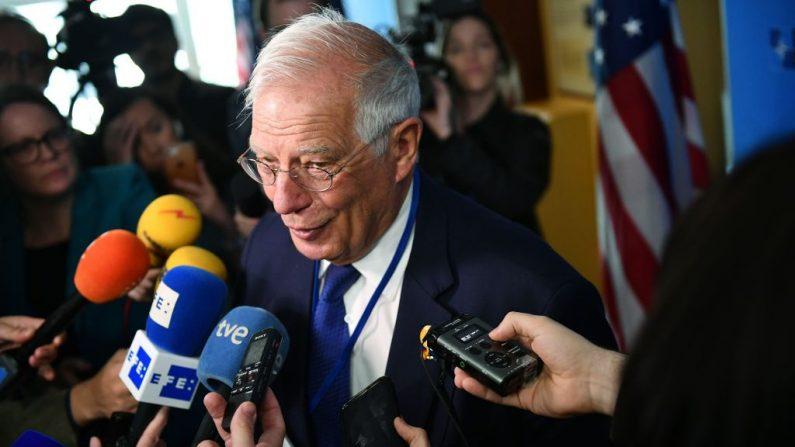 El ministro de Asuntos Exteriores de España, Josep Borrell, habla con la prensa al llegar a una reunión de ministros de Asuntos Exteriores de la OTAN en el Departamento de Estado de Estados Unidos el 4 de abril de 2019 en Washington, DC. (Foto de MANDEL NGAN / AFP) (El crédito de la foto debe leer MANDEL NGAN/AFP/Getty Images)
