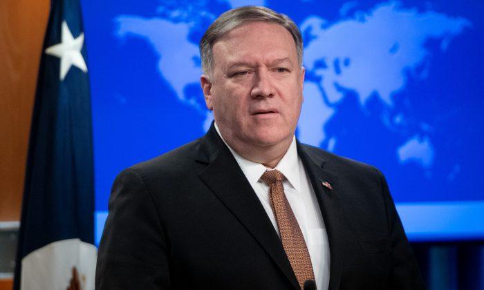 El Secretario de Estado de EE. UU., Mike Pompeo, anuncia que Estados Unidos designará a los Cuerpos de la Guardia Revolucionaria Islámica de Irán como Organización Terrorista Extranjera, durante una conferencia de prensa en el Departamento de Estado en Washington, DC, el 8 de abril de 2019. (SAUL LOEB/AFP/Getty Images)