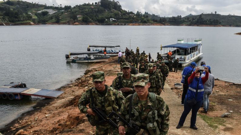 Soldados colombianos al este de Medellín, Colombia, el 11 de abril de 2019. (JOAQUIN SARMIENTO/AFP/Getty Images)