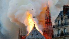 Un incendio en la catedral de Notre-Dame provoca una columna de humo visible en todo París