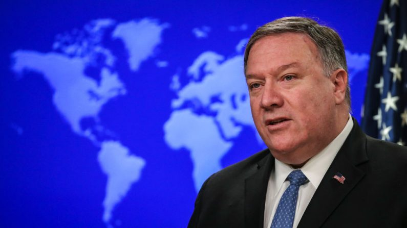 El Secretario de Estado de EE.UU., Mike Pompeo, durante una rueda de prensa en el Departamento de Estado de EE.UU., el 17 de abril de 2019 en Washington, DC. (Drew Angererer/Getty Images)