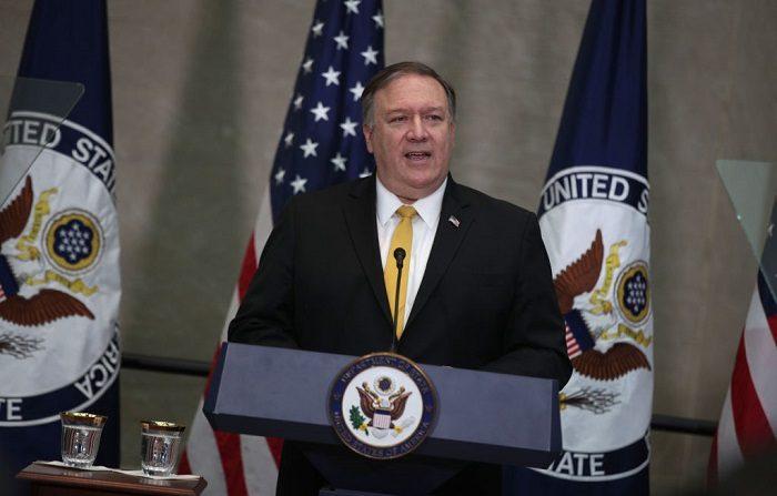 """Pompeo llama a Rusia y China """"hipócritas"""" al pedir no intervenir en Venezuela"""