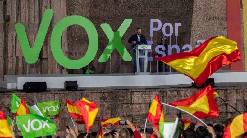 El líder del partido VOX, Santiago Abascal, participa en el rally de cierre de VOX el 26 de abril de 2019 en Madrid, España. (Pablo Blazquez Dominguez/Getty Images)