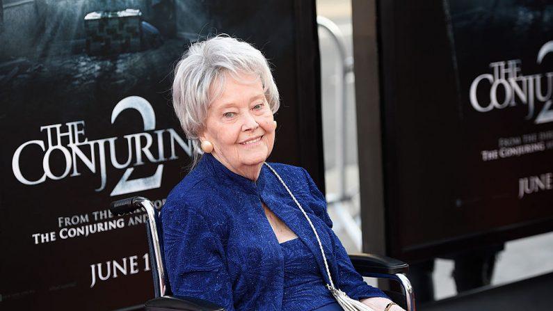 Lorraine Warren asiste al estreno de 'El Conjuro 2' en Hollywood, California, el 7 de junio de 2016.   (ANGELA WEISS/AFP/Getty Images)