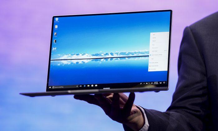 La computadora portátil MateBook X Pro de Huawei fue presentada en una conferencia de prensa en el Mobile World Congress en Barcelona, España, el 25 de febrero de 2018. Microsoft reveló recientemente cómo encontró una vulnerabilidad de puerta trasera en los portátiles Matebook. (JOSEP LAGO/AFP/Getty Images)