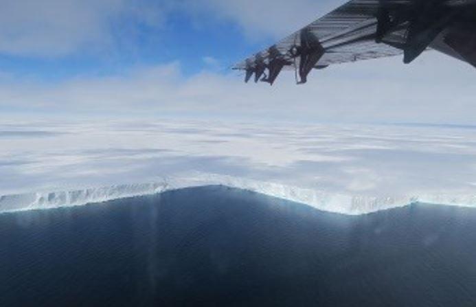 Sobrevolando la zona de hielo Brunt en la Antártida. (Dr. De Rydt. Universidad de Northumbria)