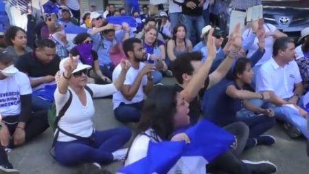 A un año de protestas sociales nicaragüenses se vuelcan a las calles en memoria de las víctimas