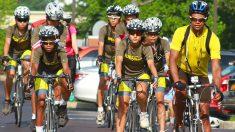 Chicos de 15 países andan en bicicleta 5000 km para contar sobre los huérfanos del genocidio chino