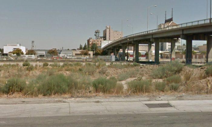 Puente de la calle Stanislaus sobre el ferrocarril en Fresno, California. (Captura de pantalla/mapas de Google)