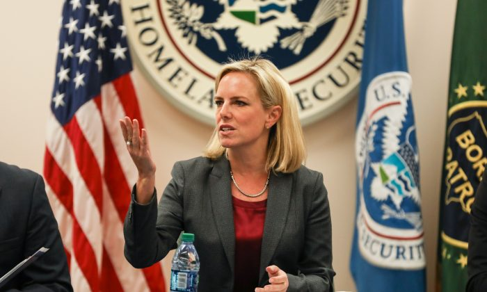 La secretaria del Departamento de Seguridad Nacional, Kirstjen Nielsen, en la Estación de Patrulla Fronteriza McAllen en McAllen, Texas, el 21 de marzo de 2019. (Charlotte Cuthbertson/La Gran Época)