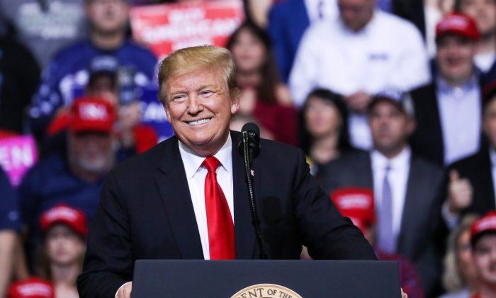 El presidente Donald Trump sonríe durante un acto de campaña MAGA en Grand Rapids (Michigan) el 28 de marzo de 2019. (Charlotte Cuthbertson/The Epoch Times)