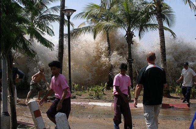 Tsunami en Tailandia 2004 (Wikimedia Commons)