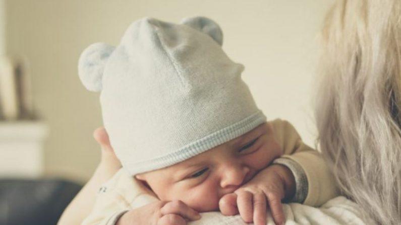 Foto de archivo de una madre con un bebé. (Echo Grid/Unsplash)