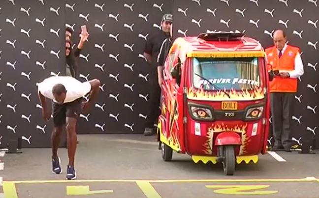 Usain Bolt participa el 2 de abril en una inusual carrera contra un mototaxi peruano en el paseo marítimo de Lima. (captura de vídeo/Reuters)