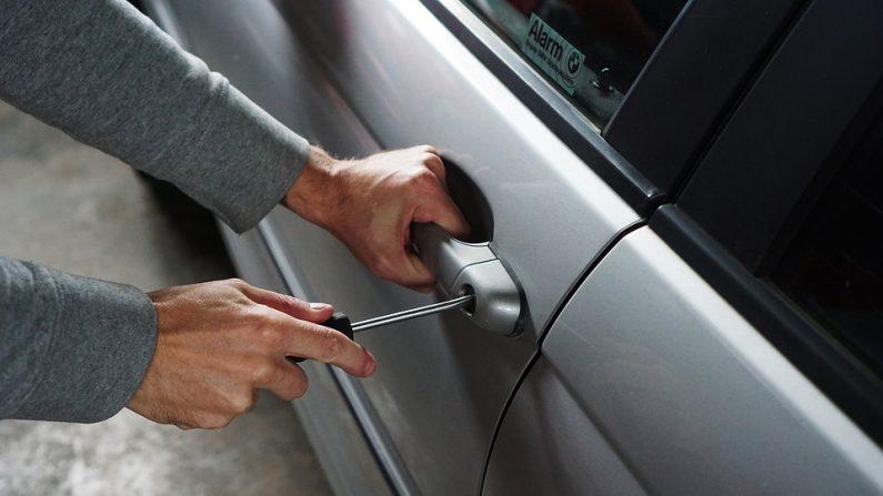 Cansada de que le roben el coche deja una nota en la guantera que convence a los ladrones