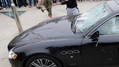 Novia plantada destroza 12 autos de lujo porque olvida cuál era el de su novio