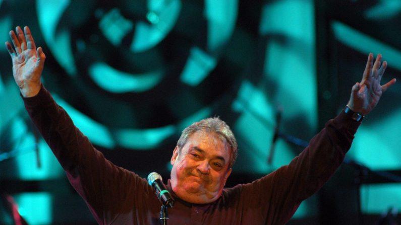 """El cantautor argentino Alberto Cortéz durante su presentación en el primer día del concierto """"Todas las voces Todas"""", en Quito, Ecuador. (EFE)"""