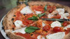 Cierran restaurante después de descubrir a empleados poniendo laxante en una pizza