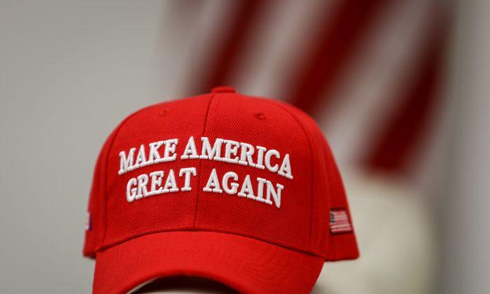 Una gorra de MAGA 'Make America Great Again', el 22 de enero de 2019. (Samira Bouaou/La Gran Época)
