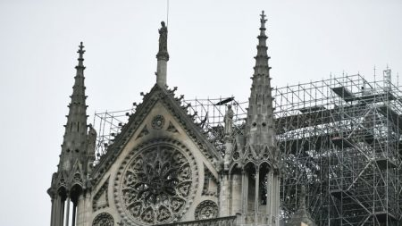 Multimillonarios franceses prometieron más de 300 millones de dólares para reconstruir Notre Dame
