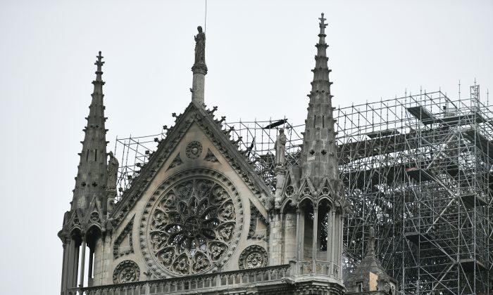 La Catedral de Notre Dame de París, el 16 de abril de 2019, después de un incendio que hizo que su aguja se desplomara. (Stephanie de Sakutin/AFP/Getty Images)