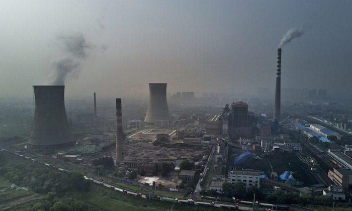 Una usina estatal de carbón en Huainan, provincia de Anhui, China, el 16 de junio de 2017. (Kevin Frayer/Getty Images)