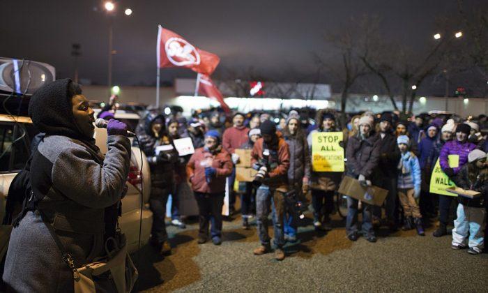 La Organización Socialista Camino de la Libertad asiste a una protesta en Minneapolis, Minnesota, el 23 de noviembre de 2016. (vía Wikicommons)