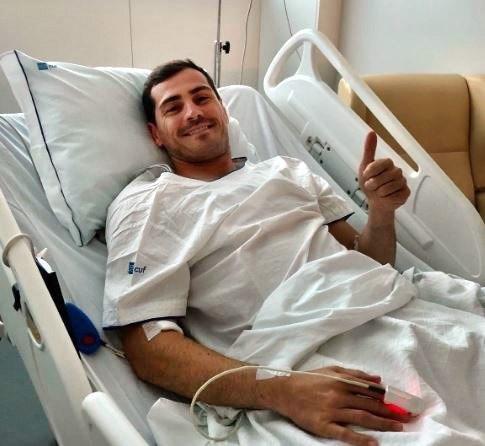 Imagen capturada de la cuenta oficial de Twitter de Iker Casillas, ingresado este miércoles tras sufrir un infarto agudo de miocardio. EFE