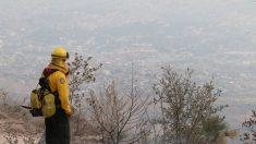Humo de incendio forestal llega hasta el balneario mexicano de Acapulco