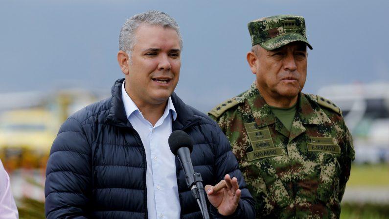 El presidente de Colombia, Iván Duque (i), da unas declaraciones a la prensa acompañado por el Comandante de las Fuerzas Militares de Colombia, Mayor General Luis Fernando Navarro (d). (EFE/Archivo)