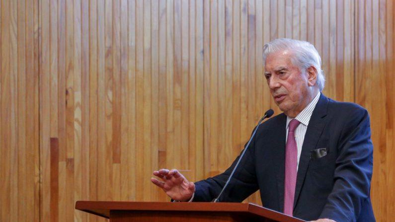 El escritor peruano Mario Vargas Llosa, en el marco del Foro Internacional Desafíos a la Libertad en el Siglo XXI, el 26 de mayo de 2019 en Guadalajara (México). EFE/Universidad de Guadalajara