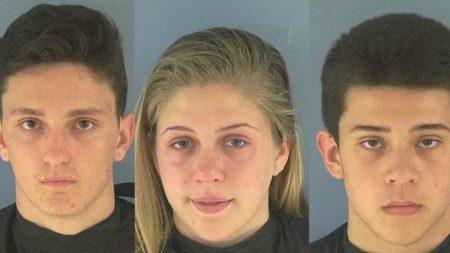 Arrestan a 3 adolescentes por escupir en la comida de dos policías