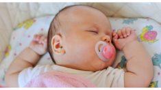 Mamá ve en el ultrasonido una postura inusual de su bebé, ¡fue como una premonición!