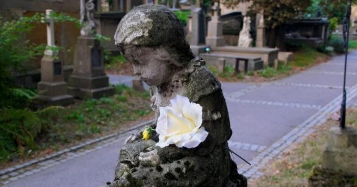 Imagen de archivo de un cementerio de niños. (ForMyKerttu /Pixabay)