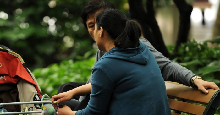 Una pareja en un parque. (Peter Parks/AFP/GettyImage)