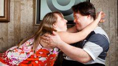 Pareja con síndrome de Down logra casarse y vivir feliz 25 años juntos antes que el esposo fallezca