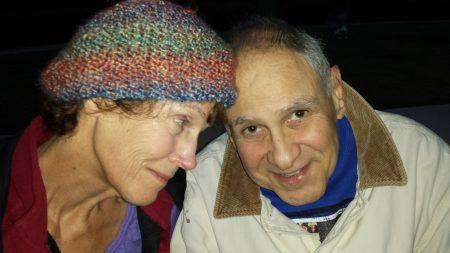 Residente de hogar para ancianos a los 76 años le  propone matrimonio a su novia de 71
