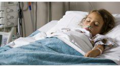 Niña con muerte cerebral salva 3 vidas con sus órganos y todo un hospital la despide con honores