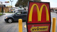 """Una mujer da a luz en el aparcamiento de McDonald's y luego ordena un """"Cuarto de libra"""""""