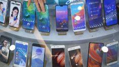 Ladrones irrumpen en una tienda de celulares en Perú pero dejan todos los Huawei
