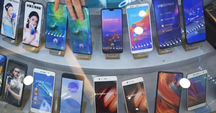 Teléfonos inteligentes chinos de la marca Huawei. Foto de HECTOR RETAMAL/AFP/Getty Images.