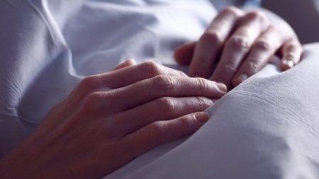 """""""Fue la mano de Dios"""": los médicos dijeron que nunca despertaría del coma, pero ocurrió un milagro"""