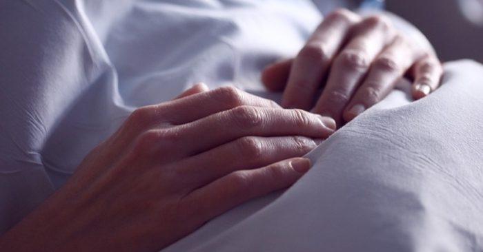 Imagen de archivo de un paciente en una cama de hospital. (Sharon McCutcheon/Pixabay)