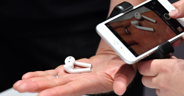 Audífonos AirPods inalámbricos Foto de JOSH EDELSON/AFP/Getty Images