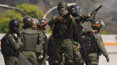 Militares atacan y lanzan gases lacrimógenos dentro de una iglesia en Venezuela al final de una misa